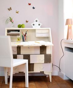 A make-over for your old desk? Used colours: Tule/Tulle + Amandel/Amande + Chocolade/Chocolat all from Levis Ambiance