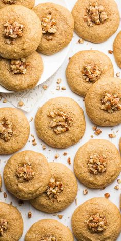 Healthy pecan pie thumbprint cookies -- just 50 calories! Healthy Cake Recipes, Healthy Cookies, Healthy Desserts, Just Desserts, Cookie Recipes, Dessert Recipes, Vegan Baking, Healthy Baking, Thumbprint Cookies