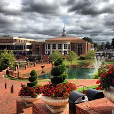 High Point University is gorgeous. Beyond gorgeous. Look at this campus!
