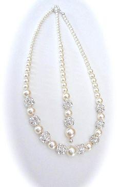 Perlenkette ~ Abschluss Perlenkette mit Hintergrund ~ Bräute Perlenkette ~ hochzeitshalskette ~ Brautschmuck ~ hochzeitshalskette mit einem Hintergrund ~ dieser Swarovski Perle und Kristall Halskette ist atemberaubend und elegant. Es besteht aus 3 verschiedenen Größen von
