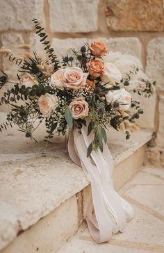 Wedding Florals Poetry Hall Wedding, The Springs Venue Wedding, The Springs Poetry Hall Wedding, Dal Bridal Flowers, Flower Bouquet Wedding, Floral Wedding, Wedding Colors, Rose Wedding, Rose Bouquet, Neutral Wedding Flowers, Big Bouquet Of Flowers, Bohemian Wedding Flowers