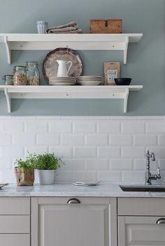 Este hogar de estilo nórdico-escandinavo nos encanta. ¿Nuestro espacio favorito? ¡La cocina!
