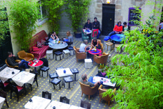 Paris terrasses: Patios fleuris, jardins secrets...
