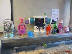 robots en Aliens van plastic afval