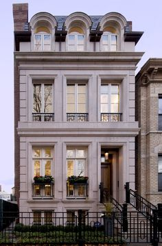 Let us make your dream home a reality. Savane Properties, Inc. is a residential builder serving the city of Chicago. Classic Architecture, Architecture Design, Casa Retro, Classic House Design, Ville New York, Brownstone Homes, Townhouse Designs, Classic Building, Building Facade