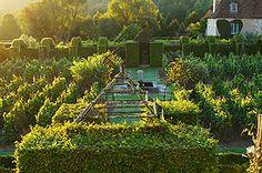Prieuré d'Orsan - Les Jardins Des chambres y sont louées (7) dans la région de la Loire. Un rêve.