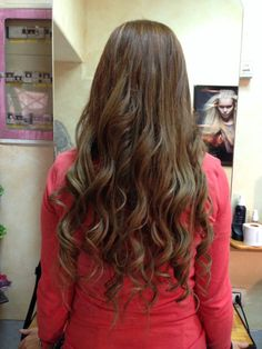 Hair extension. Capelli lunghi con boccoli