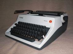 Mechanische Reiseschreibmaschine Olympia Monica mechanical typewriter