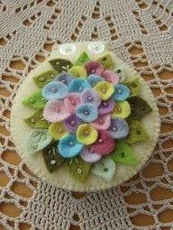 Needle case. Felt flowers. See it at: craftjuice.com