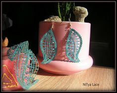 Earrings and bracelet with Swarovski crystals (bobbin lace)