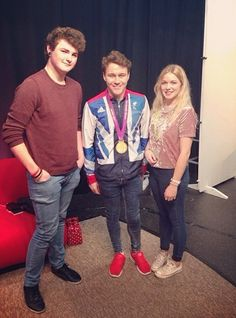 We spy a paralympian on campus! Our media production film and television diploma students, Jack Mannix and Kariss Hallam meet gold medallist Ollie Hynd MBE. Photo with credit to Kariss Hallam.