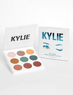 Shop eyeshadow palettes and sets at Kylie Cosmetics. The Kylie Jenner eye palettes are your secret weapon to create the perfect Kylie eye and recreate Kylie's favorite looks or customize your own. Paleta Kylie Jenner, Kylie Jenner Palette, Maquillaje Kylie Jenner, Kylie Jenner Fotos, Kendall Jenner, Kylie Makeup, Love Makeup, Makeup Palette, Eyeshadow Palette