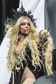 Epic Firetruck's Maria Brink & In This Moment ~ Chica Heavy Metal, Heavy Metal Girl, Heavy Metal Music, Ladies Of Metal, Maria Brink, Goth Look, Women Of Rock, Pop Rock, Beautiful Gorgeous
