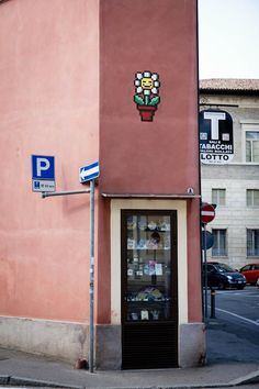 French street-artist Invader comes back with his pop culture pixelated and colorful mosaics. He took the city of Ravenna, in Italy, and put tiles in some places Mario Kart, Pixel Art, Ravenna Italy, Graffiti, Street Painting, French Street, Space Invaders, France, Inspiration Wall