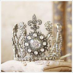 .Fleur de lis crown