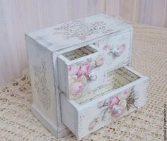 Site of the decoupage fans DCPG. Napkin Decoupage, Decoupage Box, Decoupage Vintage, Shabby Vintage, Decoration Shabby, Shabby Chic Decor, Jewelry Box Makeover, Craft Projects, Projects To Try