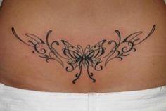 Modèle tatouage bas du dos femme tribal