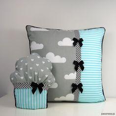 pokój dziecka - poduszki-Poduszka w chmurki i mufinka
