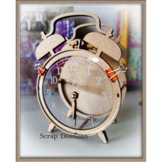 un splendide reveil en 3 D, à monter en bois medium 3 mm et plexi gravé avec fausse aiguille en bois , pouvant recevoir un mini rond diamètre 12 cm dim ext / 20cm x 15 cm option trou plexi plus gros pour montage vrai mecanisme
