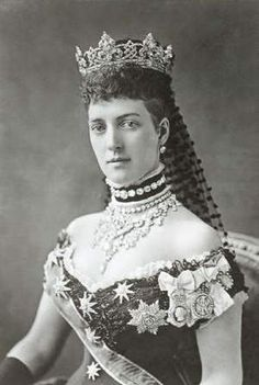 King Edward's Wife, Queen Alexandra. * The Edwardian Era: The Birth of Platinum Jewels * Learn all about King Edward and his impact on fashions and jewelry of the day.⋆ Katie Callahan & Co.