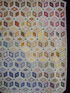 Scrappatch: Op stap   Hexagons so I would hand piece if I made it.