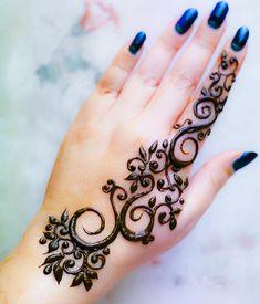 New and unique mehndi designs for the new age brides Mehndi Designs For Kids, Finger Henna Designs, Henna Art Designs, Mehndi Designs For Beginners, Mehndi Designs 2018, Stylish Mehndi Designs, Mehndi Designs For Fingers, Mehndi Design Photos, Mehndi Desing