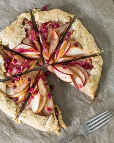 Here's our go-to recipe for galette dough. A galette is a free form pie, which can be made of the either sweet or savory variety. The dough is perfectly flaky, with a bit of whole… Croissants, Cakepops, Macarons, Donuts, Healthy Dessert Recipes, Desserts, Pie Recipes, Recipies, Couple Cooking
