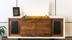 Gerald Lynch   The world's music collections may be going increasingly cloud-based, but there's still nothing like owning a vinyl album, its gatefold artwork a door to an audio getaway. Sonos, in partnership with luxury hi-fi manufacturers Wrensilva, now offers a connected vinyl...