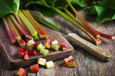 Real question: what is rhubarb exactly? We break down everything to know about the superfood that is part poisonous and often served in a pie. Superfood, Eating Raw, Clean Eating, Strawberry Rhubarb Cobbler, Healthy Fats, Healthy Eating, Rhubarb Plants, Broccoli Sprouts, Tart Taste