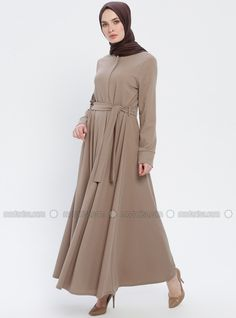The perfect addition to any Muslimah outfit, shop Miss Cazibe's stylish Muslim fashion Minc - Unlined - Crew neck - Abaya. Find more Abaya at Modanisa! Hijab Dress, Hijab Outfit, Abaya Fashion, Modest Fashion, Modern Abaya, Moslem Fashion, Hijab Fashion Inspiration, Abaya Designs, Islamic Clothing