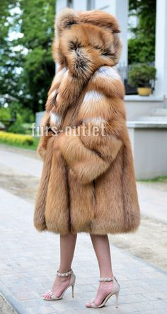 Material: Real Silver Fox Fur Hood Placket Cuff, Rex Rabbit Fur Lining. All of our furs (Fox/mink/rabbit/raccoon/sheep) are from Fur farms, not wild animals. Warm Jackets For Women, Long Fur Coat, Red Fox, Mink Fur, Fur Fashion, Fur Collars, Fox Fur, Fur Jacket, Hoodie
