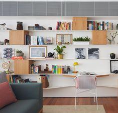 Modern apartment located in Sao Paulo, Brazil, designed in 2018 by David Ito Arquitetura. Best Interior, Interior Design, Sala Grande, Bright Apartment, White Paneling, Design Studio, Home Office Furniture, David, Desk
