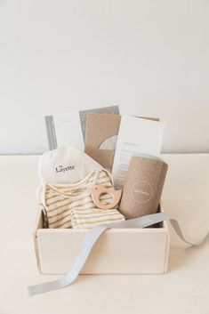 A beautiful baby gift for a new mother! Bringing Home Baby Bundle Deluxe Baby Gift Box, Baby Box, New Baby Gifts, Gifts For Mom, Baby Shower Registry, Baby Shower Gifts, Classic Baby Books, Baby Hamper, Baby Bundles