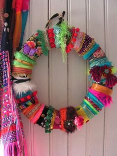 15 Adorable Boho Chic Christmas Decor Ideas To Try Nice Christmas wreath. Bohemian Christmas, Christmas Wreaths, Christmas Crafts, Christmas Decorations, Christmas Ornaments, Christmas Holiday, Winter Wreaths, Colorful Christmas Tree, Christmas Outfits