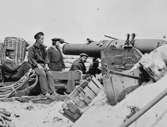 Whitworth gun and crew, part of breaching battery against Fort Sumter. Morris Island, Old West Photos, Fort Sumter, Us Navy Ships, Unknown Soldier, War Image, America Civil War, Civil War Photos, Military Weapons
