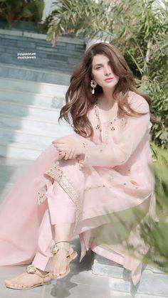 Pakistani Fashion Party Wear, Pakistani Bridal Wear, Indian Fashion Dresses, Dress Indian Style, Indian Designer Outfits, Beautiful Pakistani Dresses, Pakistani Dresses Casual, Pakistani Dress Design, Fancy Dress Design