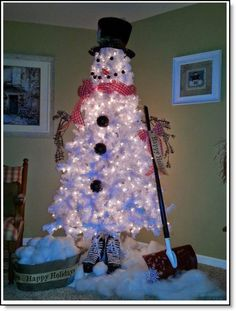 Christmas tree snowman ♥ http://felting.craftgossip.com/2014/12/31/diy-white-christmas-tree-snowman/