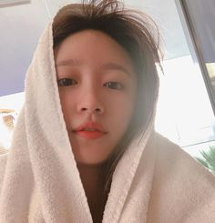 how does she look like angel when freshly out of the shower and no makeup i- im gay Kpop Girl Groups, Korean Girl Groups, Kpop Girls, Boys Girl Friend, G Friend, Ahn Hani, Korean Artist, Girl Day, Celebs