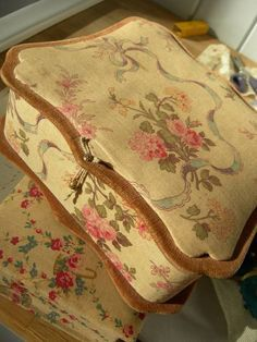 Lovely antique French cabbage rose fabric covered boudoir box w. Fabric Covered Boxes, Fabric Boxes, Vintage Box, Vintage Shabby Chic, Shabby Boxes, French Fabric, Romantic Roses, Handmade Books, French Decor