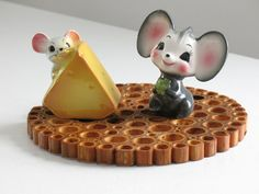 Vintage Mouse and Cheese Salt and Pepper Shakers / Ceramic Mice figurines Japan mid century retro kitsch kitchen decor tableware by oldstufflove on Etsy Salt N Pepper, Salt Pepper Shakers, Shake It Off, Shake Shake, Kitsch, Cheese Art, Vintage Love, Kitchen Decor, Old Things