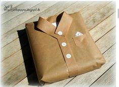 Interesting idea how to wrap a gift for a man_ - birthday gifts / love .-- Interesting idea how to wrap a gift for a man_ – birthday gifts / love gifts❤️ – # Poison Creative Gift Packaging, Creative Gift Wrapping, Creative Gifts, Paper Packaging, Packaging Ideas, Elegant Gift Wrapping, Wrapping Paper Crafts, Creative Package, Homemade Gifts