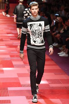 Dolce & Gabbana Spring 2018 Menswear Fashion Show Collection: See the complete Dolce & Gabbana Spring 2018 Menswear collection. Look 77 Male Fashion Trends, Men Fashion Show, Fashion Show Collection, New Fashion, Trendy Fashion, Autumn Fashion, Fashion Outfits, Milan Fashion, Look Man