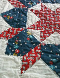 hand quilting in progress by the wee pixie for her swoon quilt Colchas Quilting, Hand Quilting Patterns, Quilting Tutorials, Machine Quilting, Quilting Projects, Quilting Designs, Quilting Thread, Blue Quilts, Star Quilts