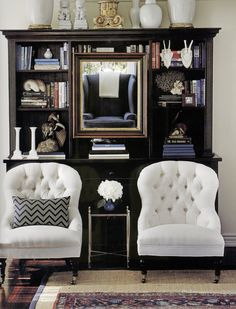 White tufted chairs in front of black hutch - Mary Mcdonald. Also sisel rug under a vintage rug. Beautiful Space, Beautiful Homes, Painted Bookshelves, Bookcases, Mary Mcdonald, Tufted Chair, Chinoiserie Chic, House On A Hill, Decoration