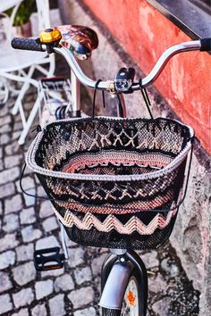 kuva Recycled Crafts, Louis Vuitton Neverfull, Crochet Ideas, Diy Home Decor, Craft Ideas, Embroidery, Tote Bag, Bags, Handbags