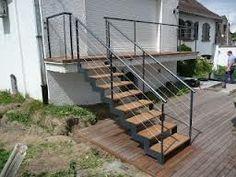 Escalier exterieur marches en bois rambarde escalier for Escalier exterieur 2 etages