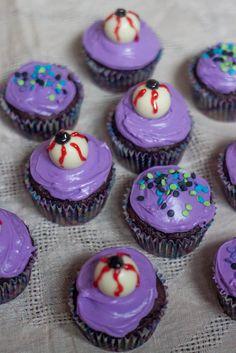 Halloween Eyeball Cupcakes  #Halloween #Baking