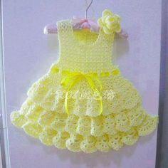 Croche pro Drink: Dresses in crochet - not very many charts but a lot of great ideas. Crochet Dress Girl, Baby Girl Crochet, Crochet Baby Clothes, Crochet For Kids, Knit Crochet, Crochet Dresses, Little Girl Dresses, Baby Dresses, Baby Sweaters