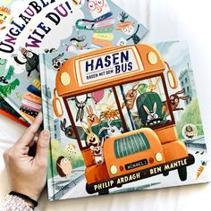 "Rezension zum Kinderbuch ""Hasen rasen mit dem Bus"" von Philip Ardagh + Ben Mantle -- #Booklovin -- Coverrechte: ©DragonflyVerlag Der Bus, Bookstagram, Reading, Children's Books, Lawn, Word Reading, Reading Books, Libros"