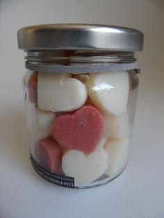 Potje feest mooie kleine hartjes rood en wit. Eerlijke fairtrade gemaakte zeep uit thailand.